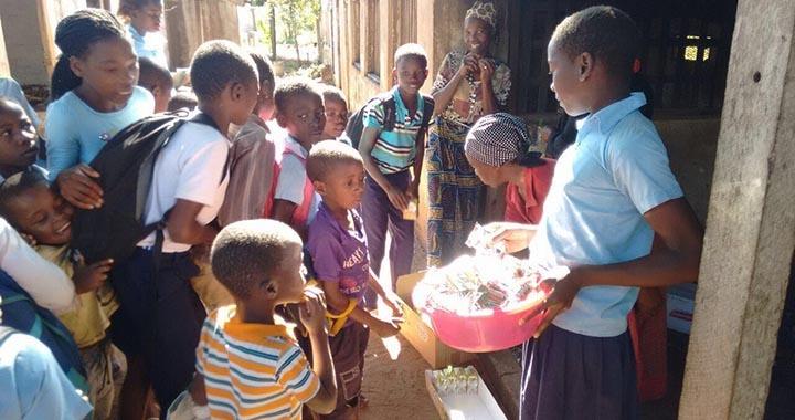 Tropigália doa produtos alimentares em Mangundze